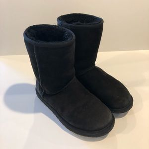 UGG Classic Short Black Boots Size 7